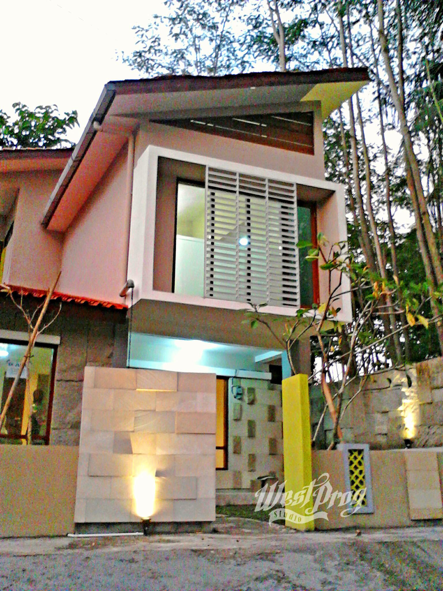 Rumah Tropis Tambak Rejo